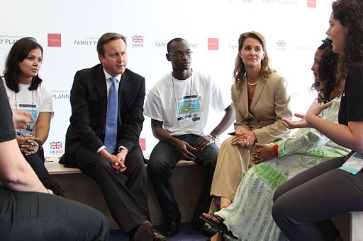 Prime_Minister_David_Cameron_and_Melinda_Gates_talk_about_family_planning_issues_and_volunteering_with_young_people_at_the_London_Summit_on_Family_Planning_(7555052848) (1)